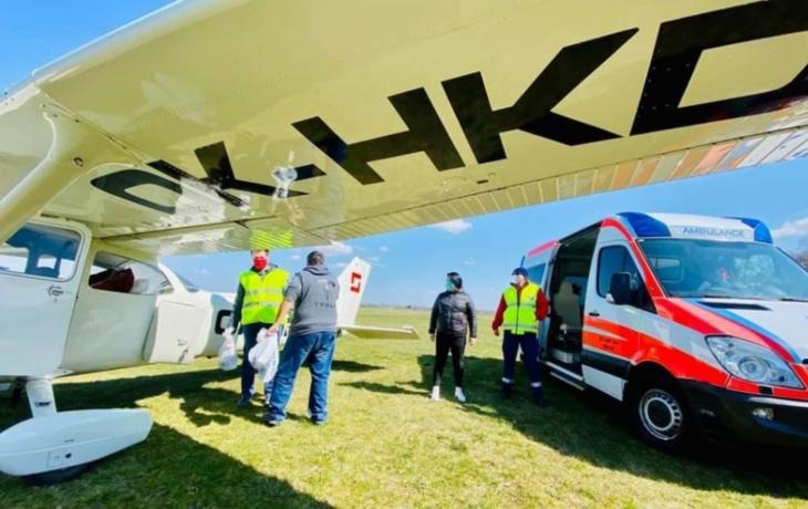 Piloti přivezli zdravotníkům potápěčské masky bez šnorchlů