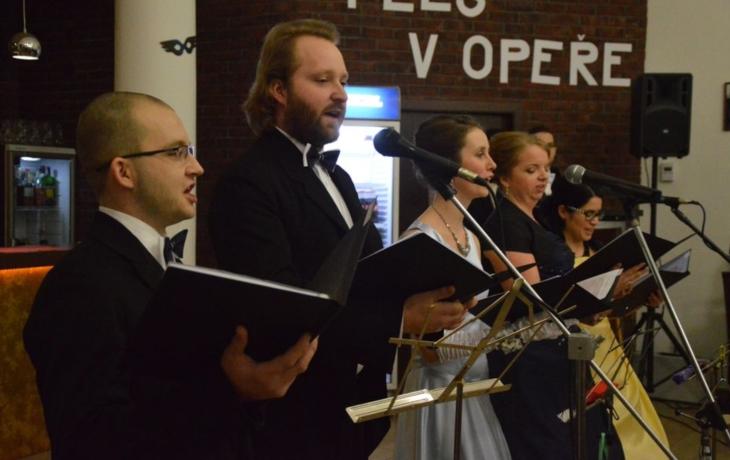 Farníci si zahráli v opeře