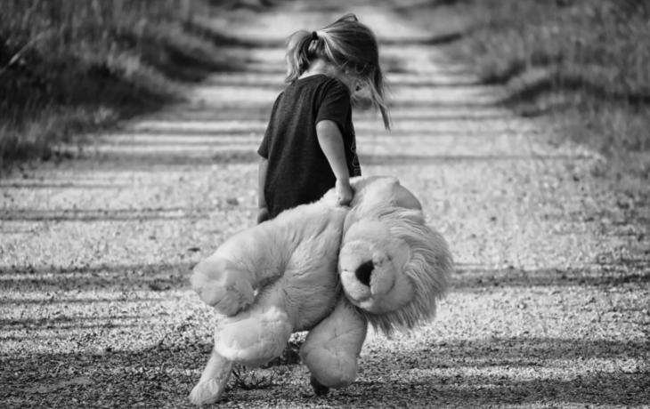 Rodiče se přetahují o dceru. Ničíte jí dětství, říká soud