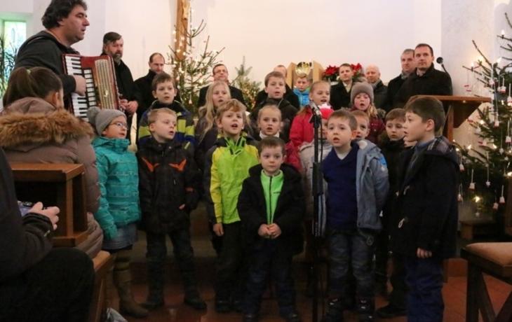 Koncert zahájen koledou Zpívala synu matička