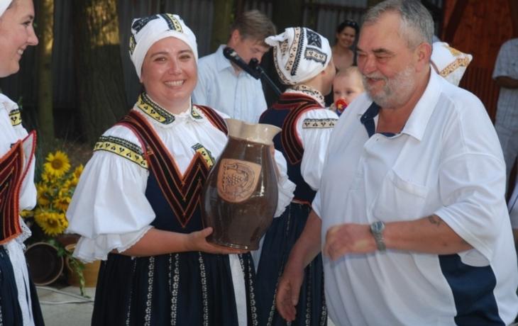 Vítězný džbán předal starosta Lipině