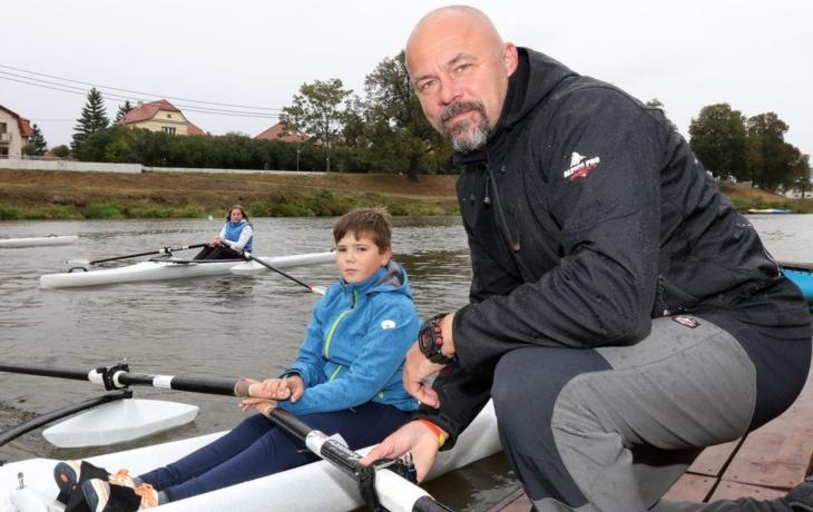 Václav Chalupa přivezl skif s plováky