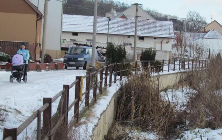 Obnovu zarostlé Holomně brzdí majitelé pozemků