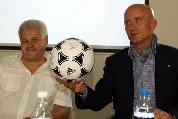 Okresní fotbal má nové míče