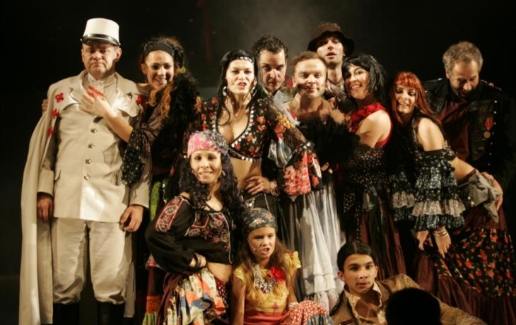 Divadlo odvysílá slavný muzikál Cikáni jdou do nebe