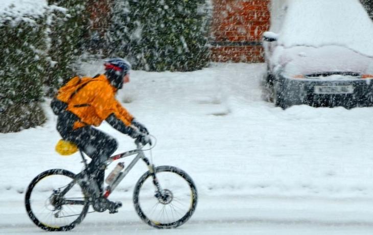 Absurdní? Sníh z hlavních tahů bude odklízet firma z Prahy