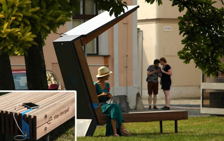 Město Uherské Hradiště si možná koupí lavičky s USB a wi-fi