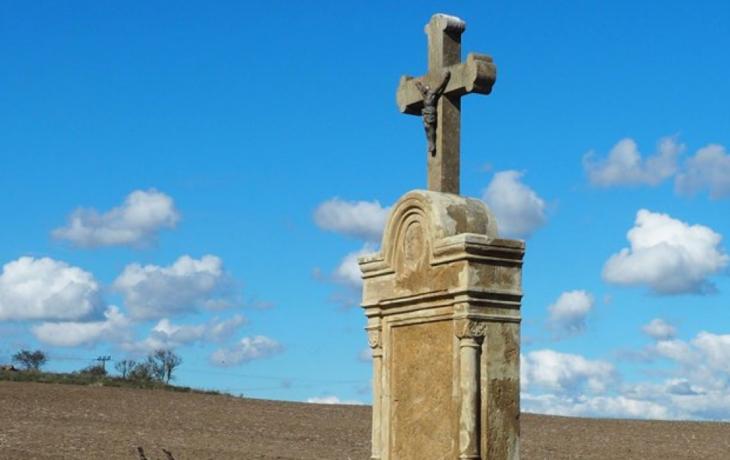 Kříž ležel dlouhé roky v kapli, teď jej oživí restaurátor