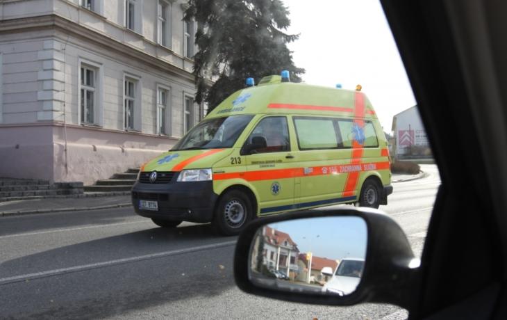 Sanitky i hasiči už smí i do Lopeníku