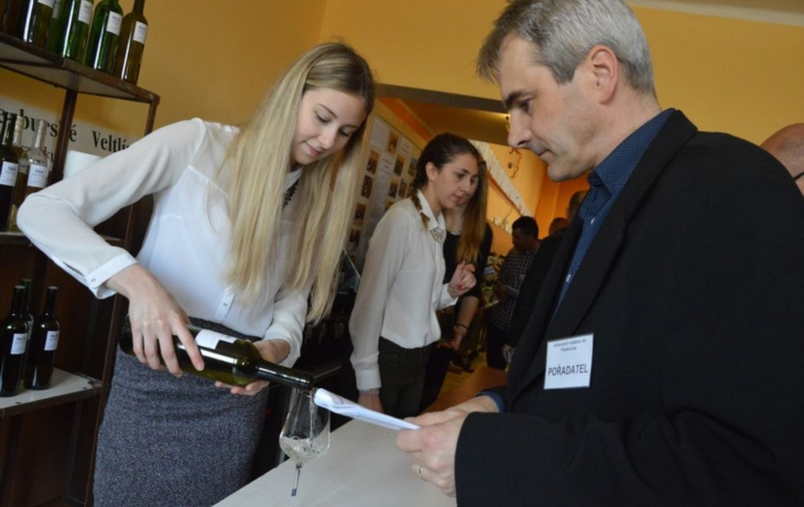 Jubilejní výstavu vín ovládli přespolní