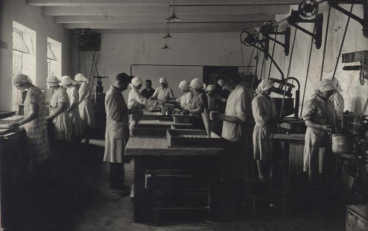 Za starými řemesly a zaniklými továrnami