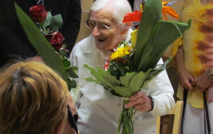 Cvičí a tancuje. Ve zdraví oslavila 102 let