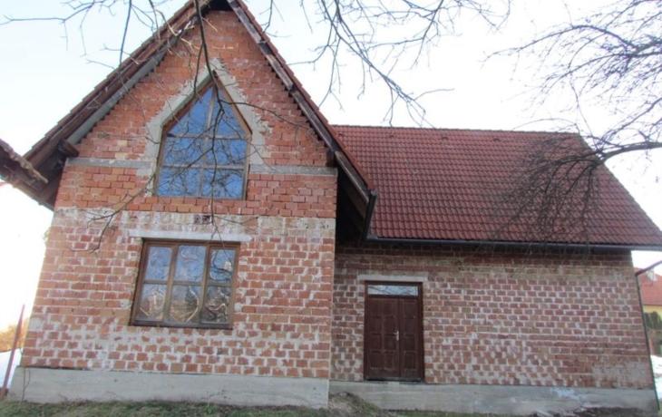 Komňa žádá církev o faru, chce ji změnit na dům pro seniory