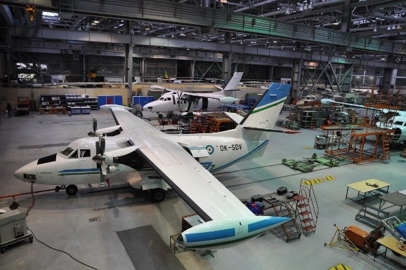 Krize Aircraftu: Lidi posílá domů!