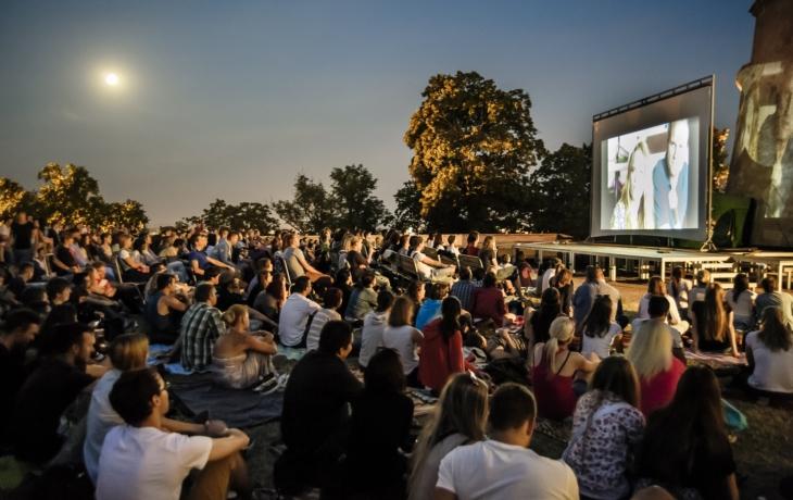 Brod musí přestěhovat letní kino, do kulturáku teče