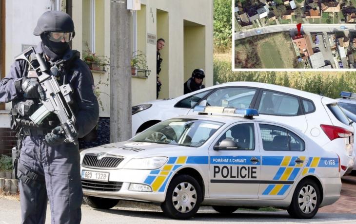 Samopalníci obsadili rodinný dům. Jeho majiteli prý mafie vyhrožuje smrtí!