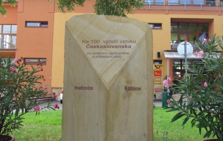Obec chystá velkolepé oslavy první republiky. Pamětní kámen má tvar trikolory