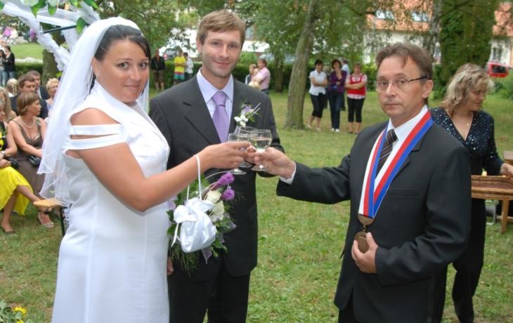 První svatba pod širým nebem