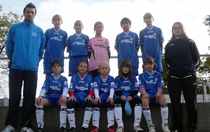 Malé fotbalistky zůstávají ve hře o titul