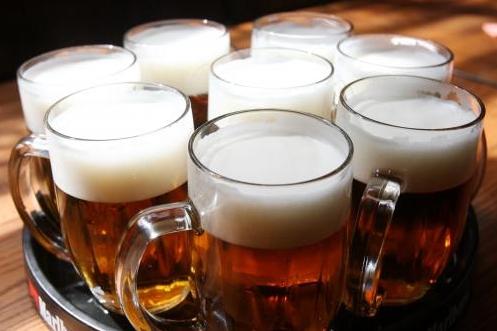 Sen všech řidíčů se naplnil. Pivo jim dnes na cestu rozdávala policie!