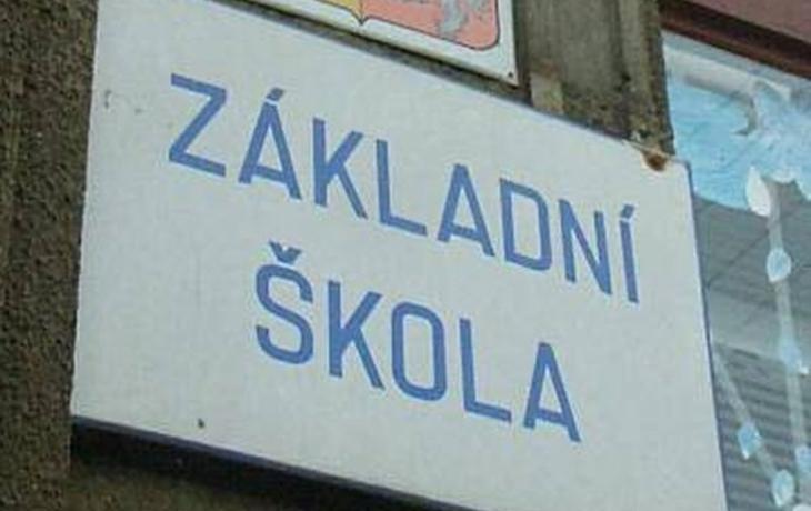 Potvrzeno, v Újezdci se sloučí škola se školkou