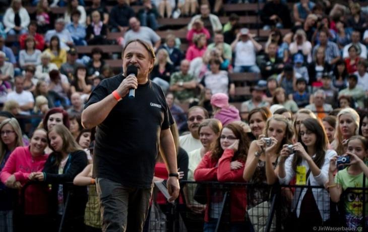 Samson Lenk pobaví publikum slovem i písničkou