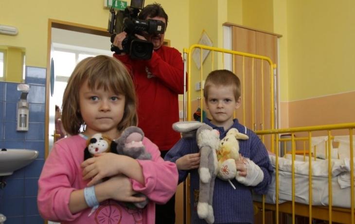 Darované plyšáky si děti odnesou domů
