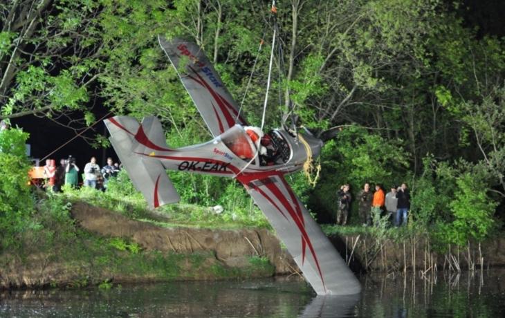 Pád letadla vodu neohrozil