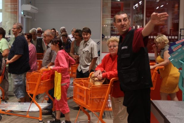 Hobby market přivítal první nakupující