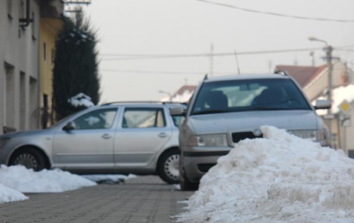 Motoristé komplikují zimní údržbu