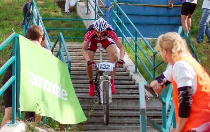 Závod oživily schody