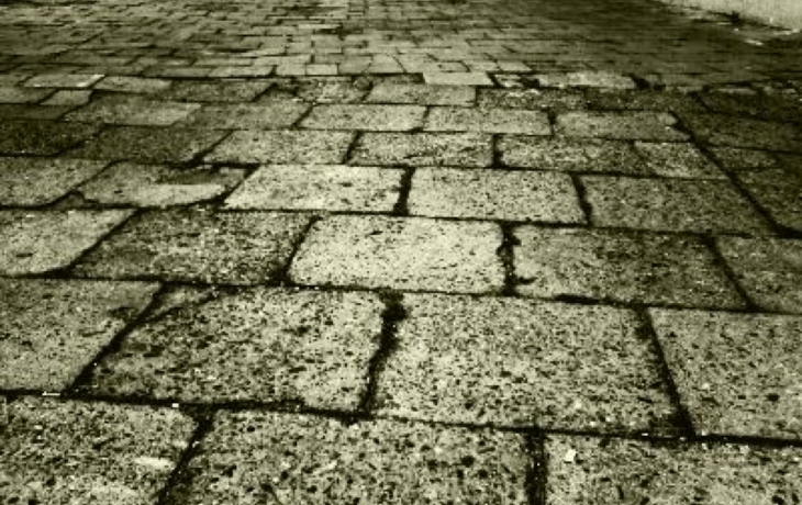Kostky v Jalubí vystřídá asfalt