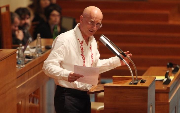 Senát podpořil lidové písničky, schválil folklorní novelu autorského zákona