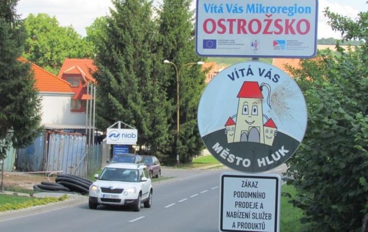 Bojkovice se rozhodly zatočit s podomními prodejci. Teď jsou v křížku s vyhláškou