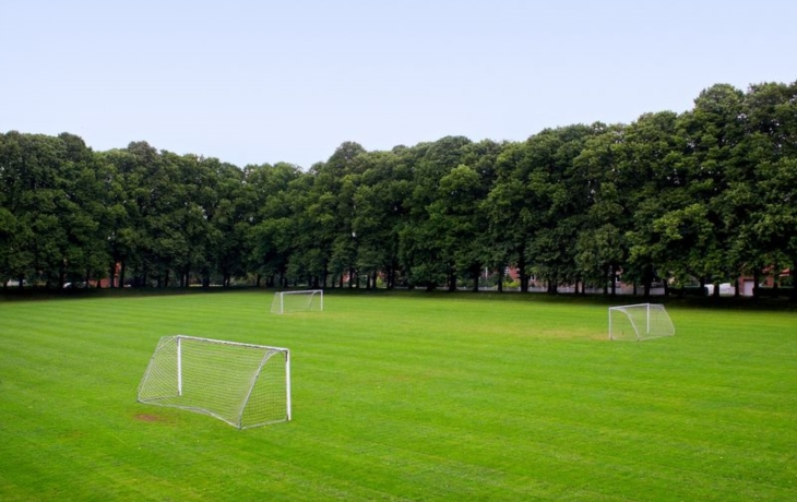 Lhota chystá obnovu dětského i fotbalového hřiště