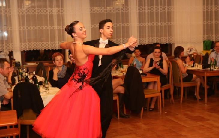 Rodiče ve víru tance