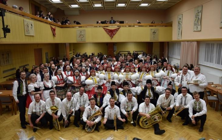Krojový ples s moravskou i slovenskou besedou