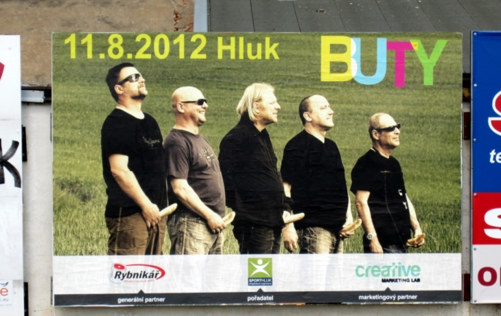 """Billboard na Buty provokuje """"rohlíky"""""""