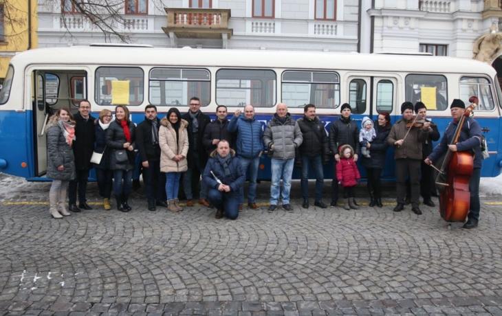 Autobusem za tradicemi