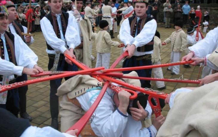 Mečové tance se dochovaly