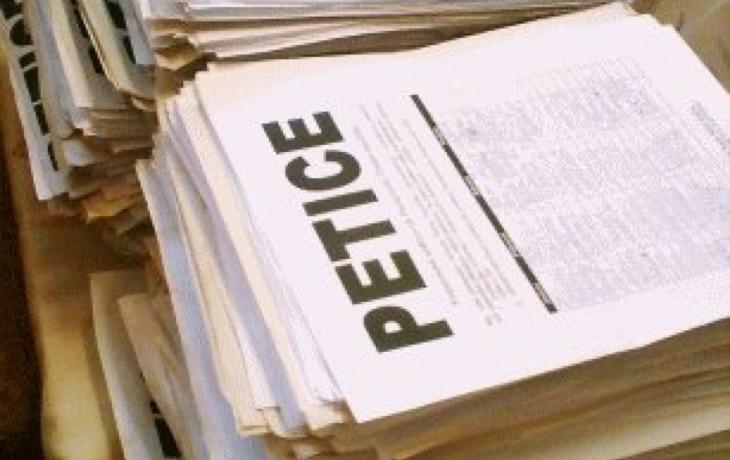 Signatáři petice žádají o mimořádné zastupitelstvo