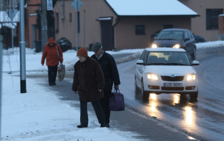 Auta už lidi neohrozí, chrání je chodník