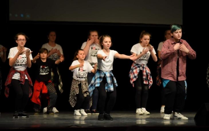 Taneční a pohybové nadšení děti z Akropolisu okouzlilo publikum