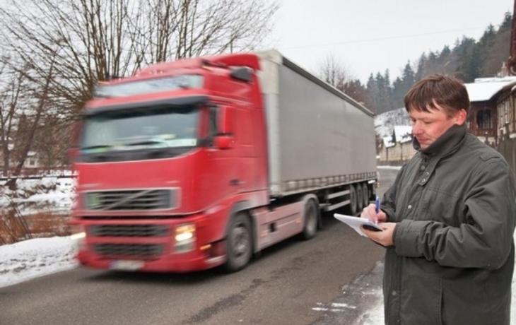 Chodce ohrožují kamiony