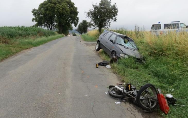 Auto smetlo řidiče na babetě, přiletěl pro něj vrtulník