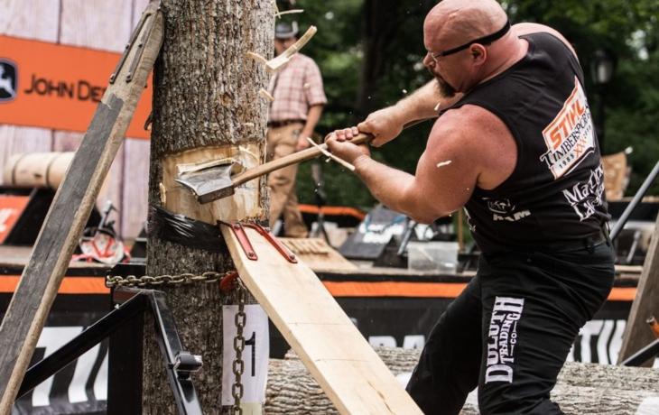 Mužnost a svaly dřevorubců uvidíte na Dřevorubecké show