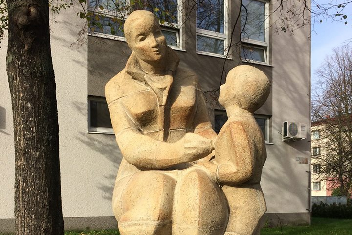 Lékařku s dítětem zohyzdili vandalové, ale už je fit