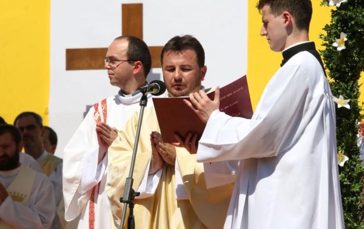 Po sedmi letech další kněz