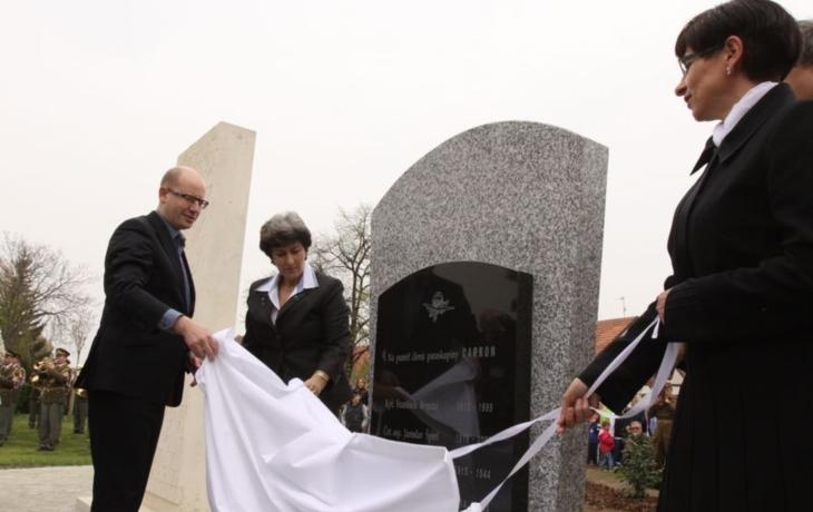 V Ostrohu postavili pozapomenutým hrdinům pomník