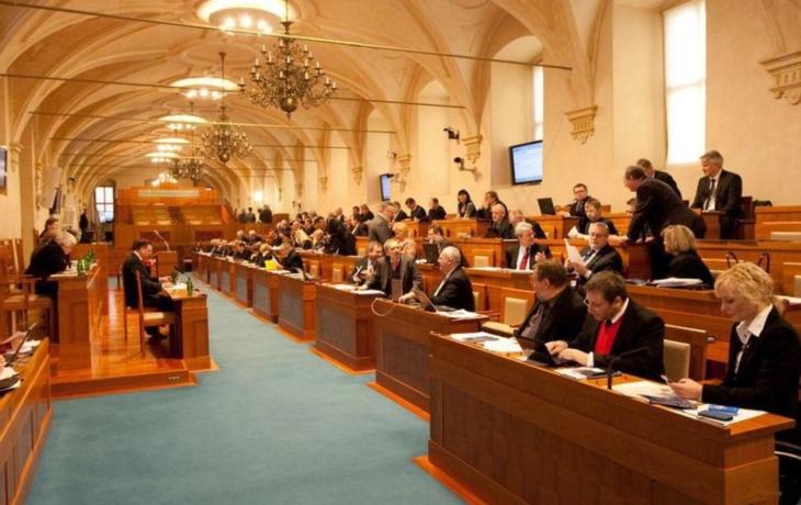 Senátoři donutili stát změnit pravidla kontrolního hlášení DPH!